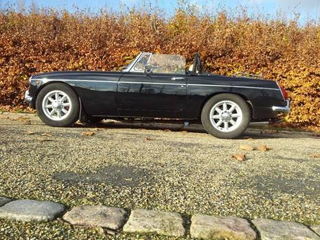 1971 MGB V8 Convertible - Professionally built RHD Immaculate For Sale (picture 5 of 6)
