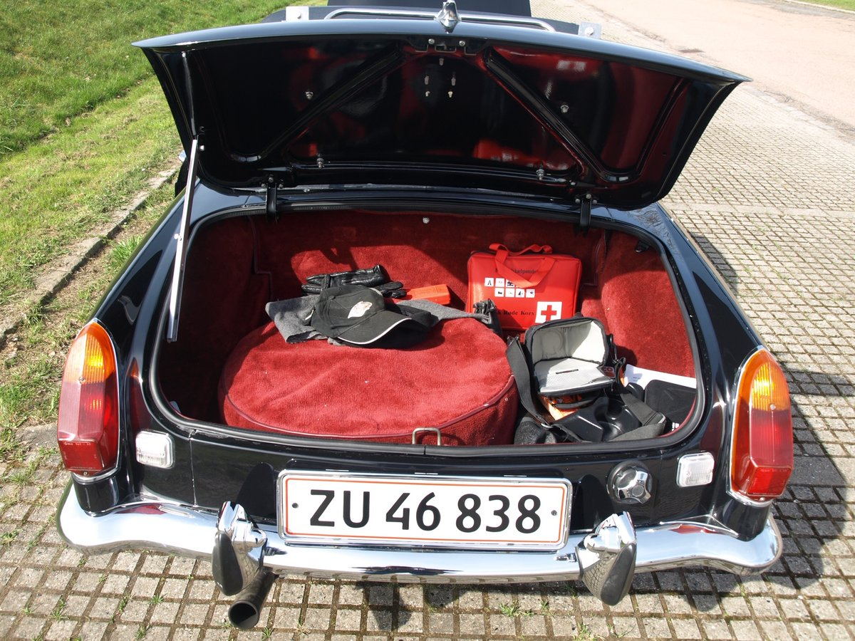 1971 MGB V8 Convertible - Professionally built RHD Immaculate For Sale (picture 6 of 6)