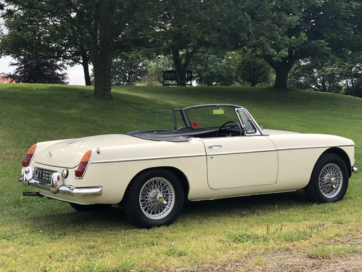 MGB Roadster MK1-1966 3 owners from new/restored/very clean SOLD (picture 2 of 6)