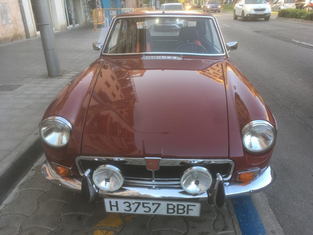 Magnificent restored 1973 MGB GT For Sale (picture 2 of 6)
