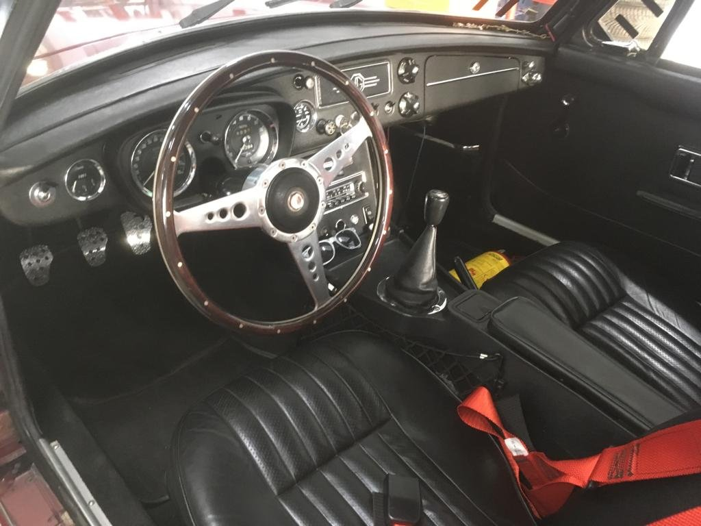 Magnificent restored 1973 MGB GT For Sale (picture 5 of 6)