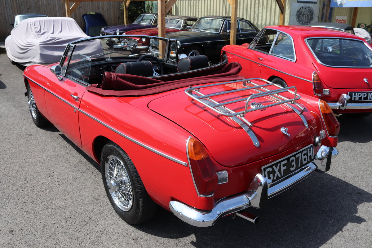 1970 MGB Roadster , tartan red For Sale (picture 2 of 6)