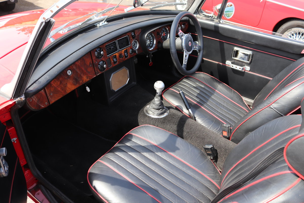 1970 MGB Roadster , tartan red For Sale (picture 3 of 6)