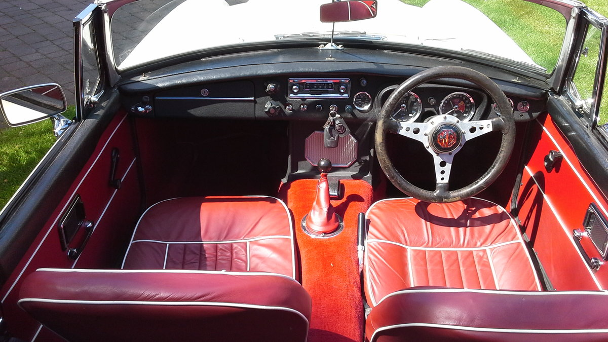 1968 MGC Roadster, manual with overdrive. SOLD (picture 3 of 6)