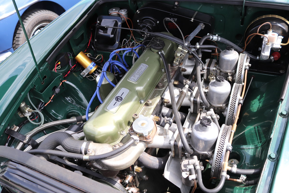 1968 MGC Roadster, Show standard rebuild, triple carbs For Sale (picture 3 of 5)