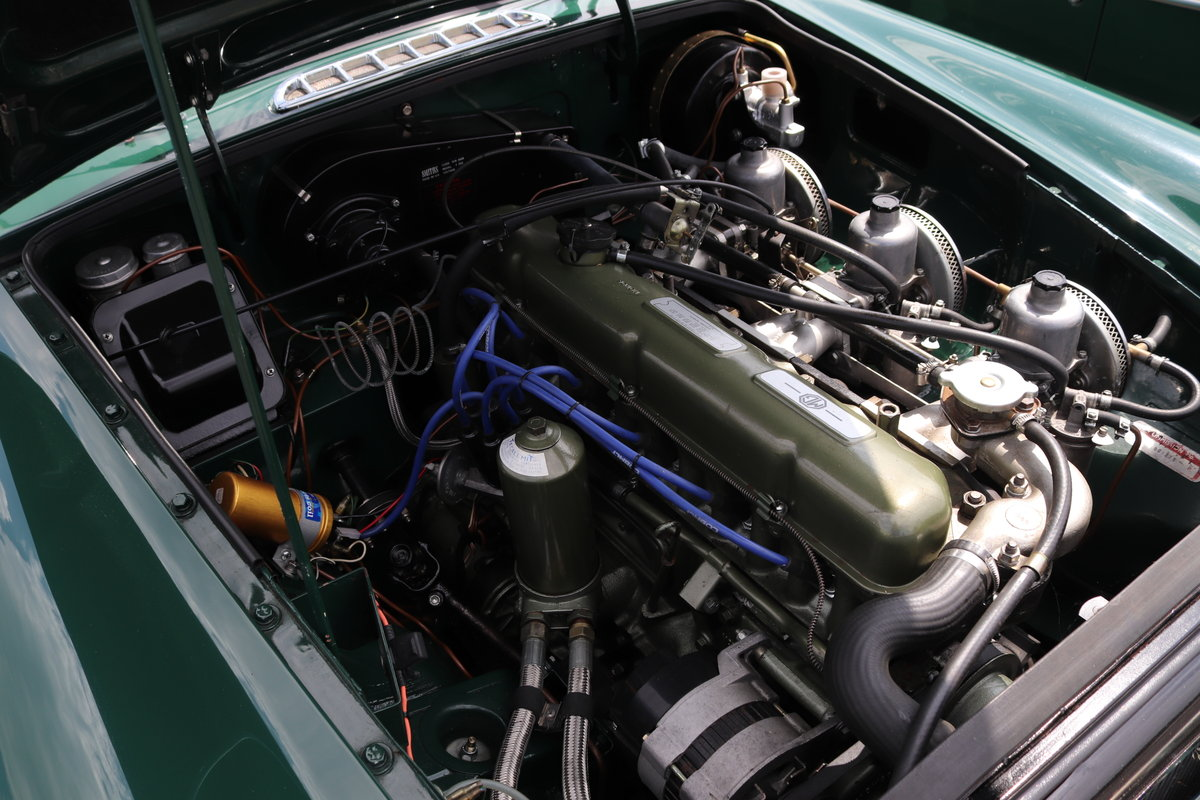 1968 MGC Roadster, Show standard rebuild, triple carbs For Sale (picture 4 of 5)