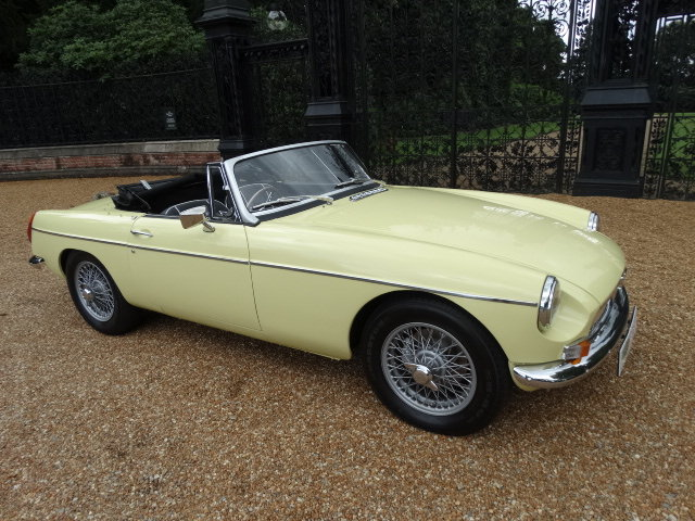 1974 MGB ROADSTER WITH OVERDRIVE STUNNING RESTORATION For Sale (picture 1 of 6)