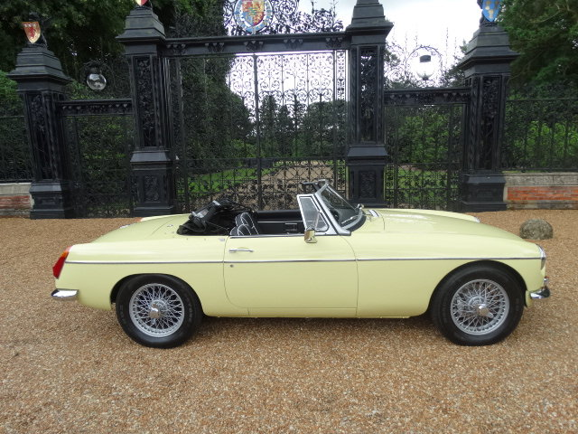 1974 MGB ROADSTER WITH OVERDRIVE STUNNING RESTORATION For Sale (picture 2 of 6)