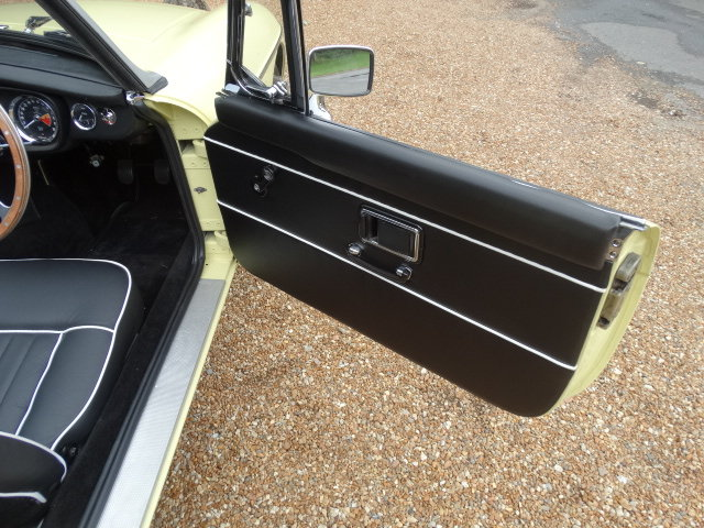 1974 MGB ROADSTER WITH OVERDRIVE STUNNING RESTORATION For Sale (picture 6 of 6)