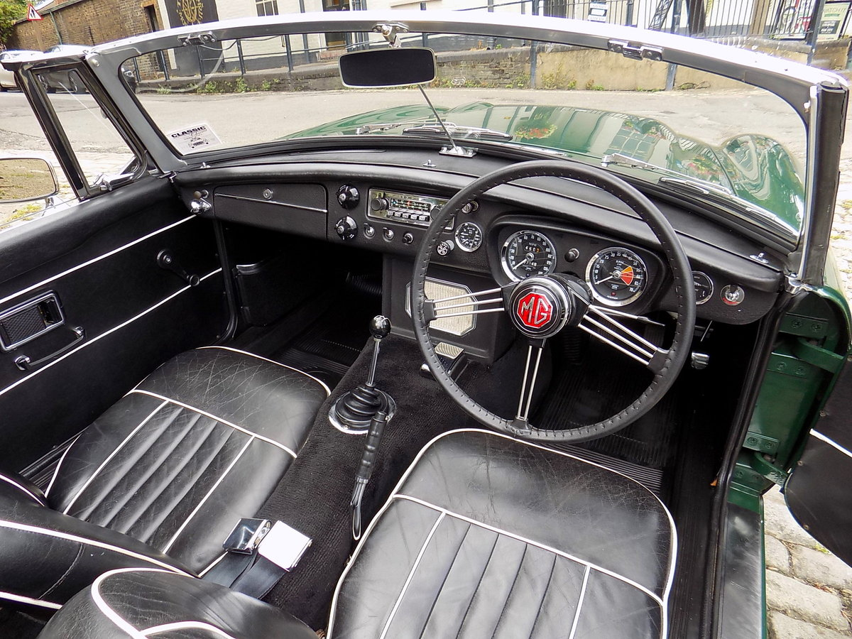 1969 MGC ROADSTER - FULLY RESTORED - CONCOURS CONDITION For Sale (picture 3 of 6)