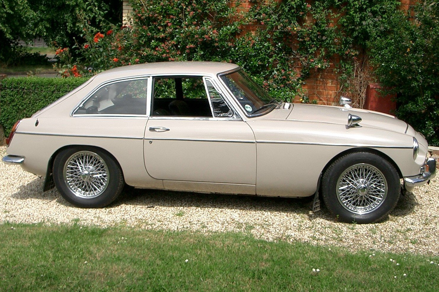 1969 MGC GT Automatic For Sale (picture 2 of 6)