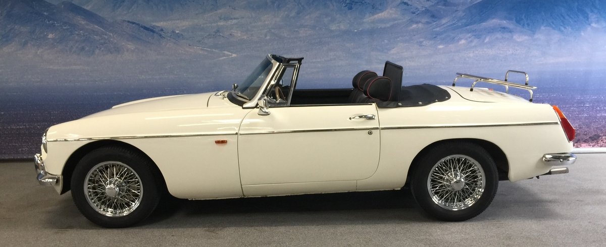 1965 MG B 1.8 Roadster ''Pull Handle'' SOLD (picture 2 of 6)