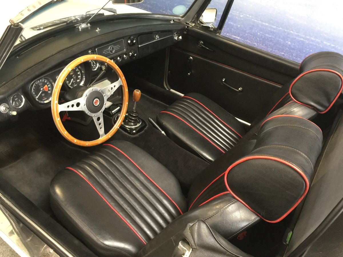 1965 MG B 1.8 Roadster ''Pull Handle'' SOLD (picture 3 of 6)
