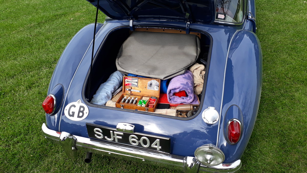 MG A MGA Coupe FHC 1798cc 1958 7k Miles Conversion Special For Sale (picture 5 of 6)