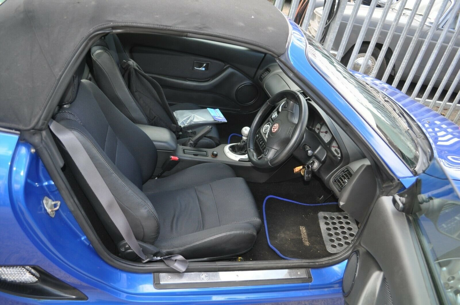 2002 MG TF TROPHY BLUE MOT 43000 MILES VERY GOOD CONDITION For Sale (picture 5 of 6)