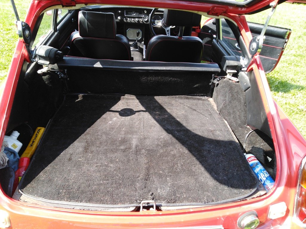 1967 Red MG B GT For Sale (picture 6 of 6)