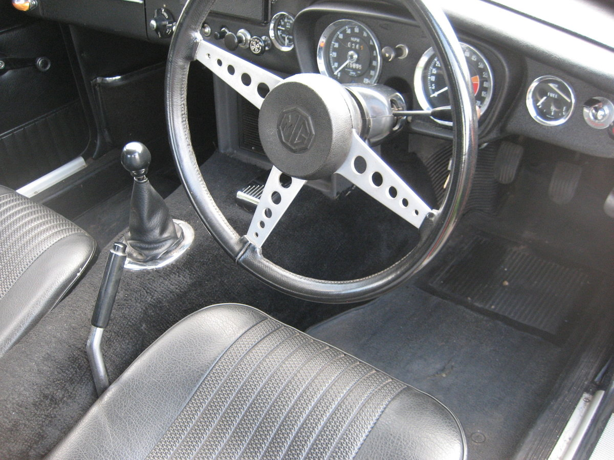 1971 MGB GT For Sale (picture 4 of 6)
