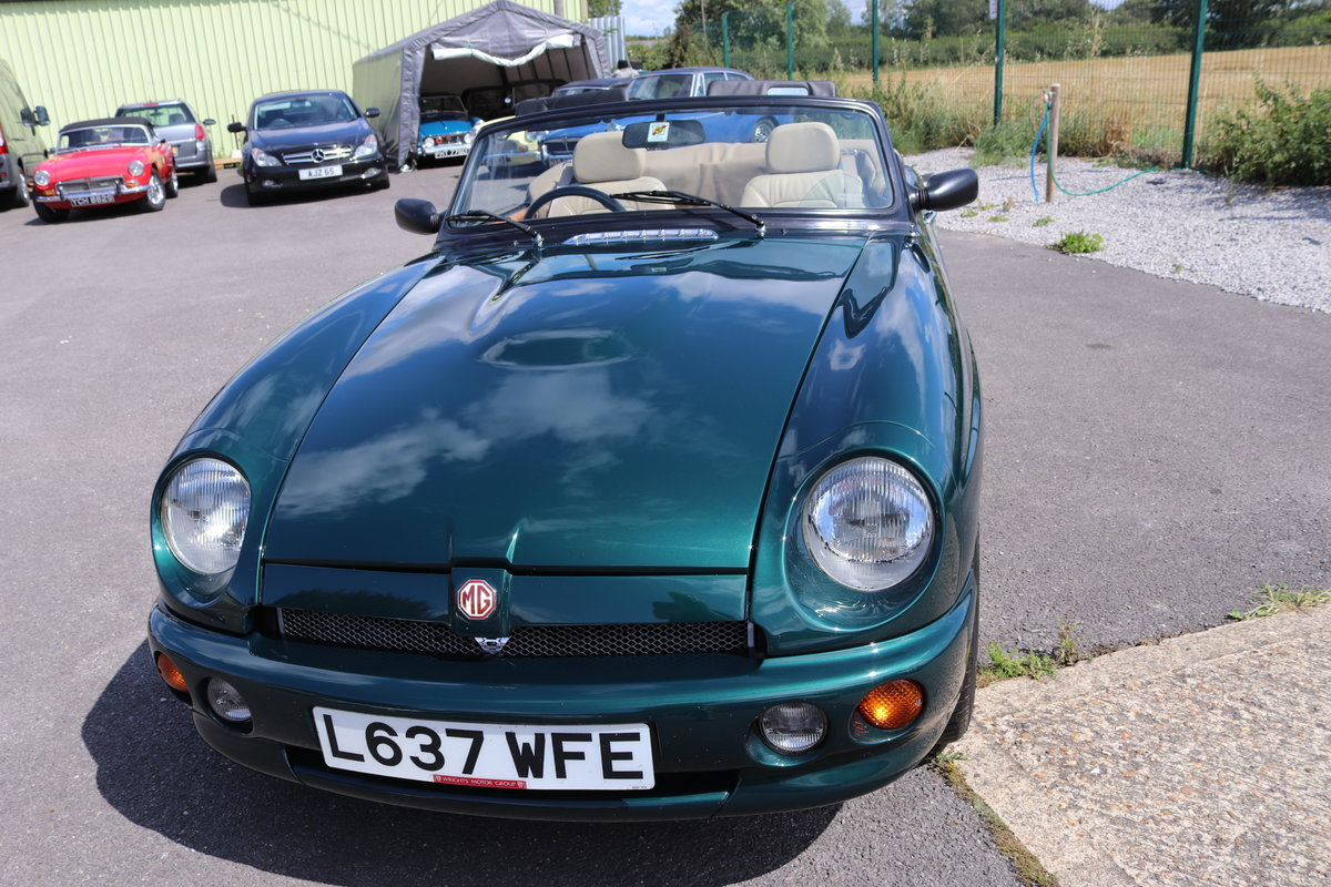 1993 MGR V8, UK Car in Racing green metallic,immaculate For Sale (picture 6 of 6)