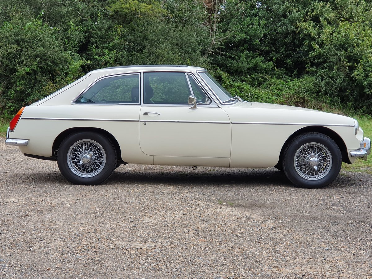 MG B GT, 1970, Old English White For Sale (picture 1 of 5)
