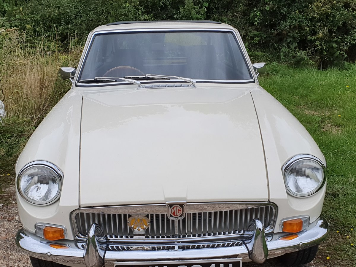 MG B GT, 1970, Old English White For Sale (picture 3 of 5)