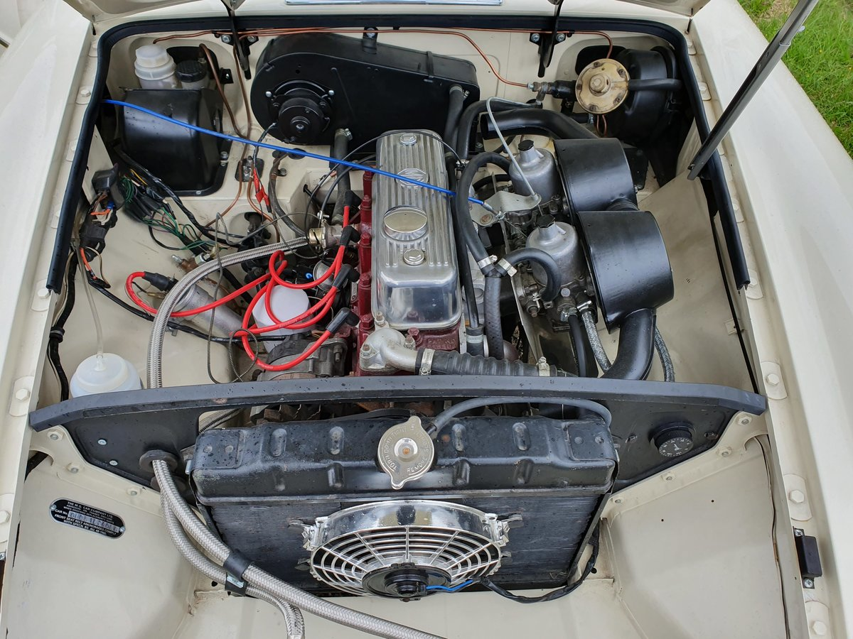 MG B GT, 1970, Old English White For Sale (picture 4 of 5)