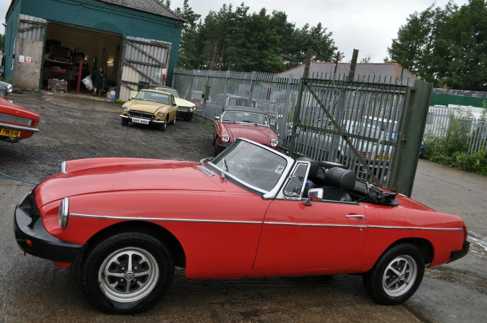 1975 MG MGB ROADSTER IN RED TAX EXEMPT GOOD SOLID CLASSIC CA For Sale (picture 1 of 6)