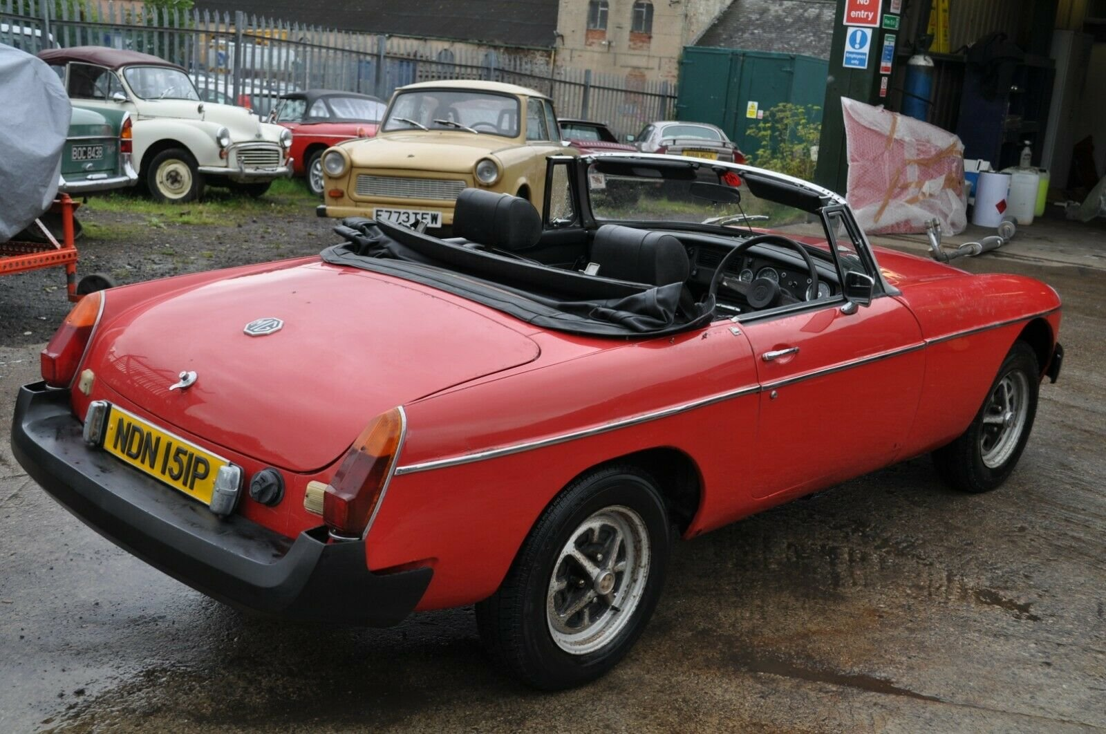 1975 MG MGB ROADSTER IN RED TAX EXEMPT GOOD SOLID CLASSIC CA For Sale (picture 3 of 6)