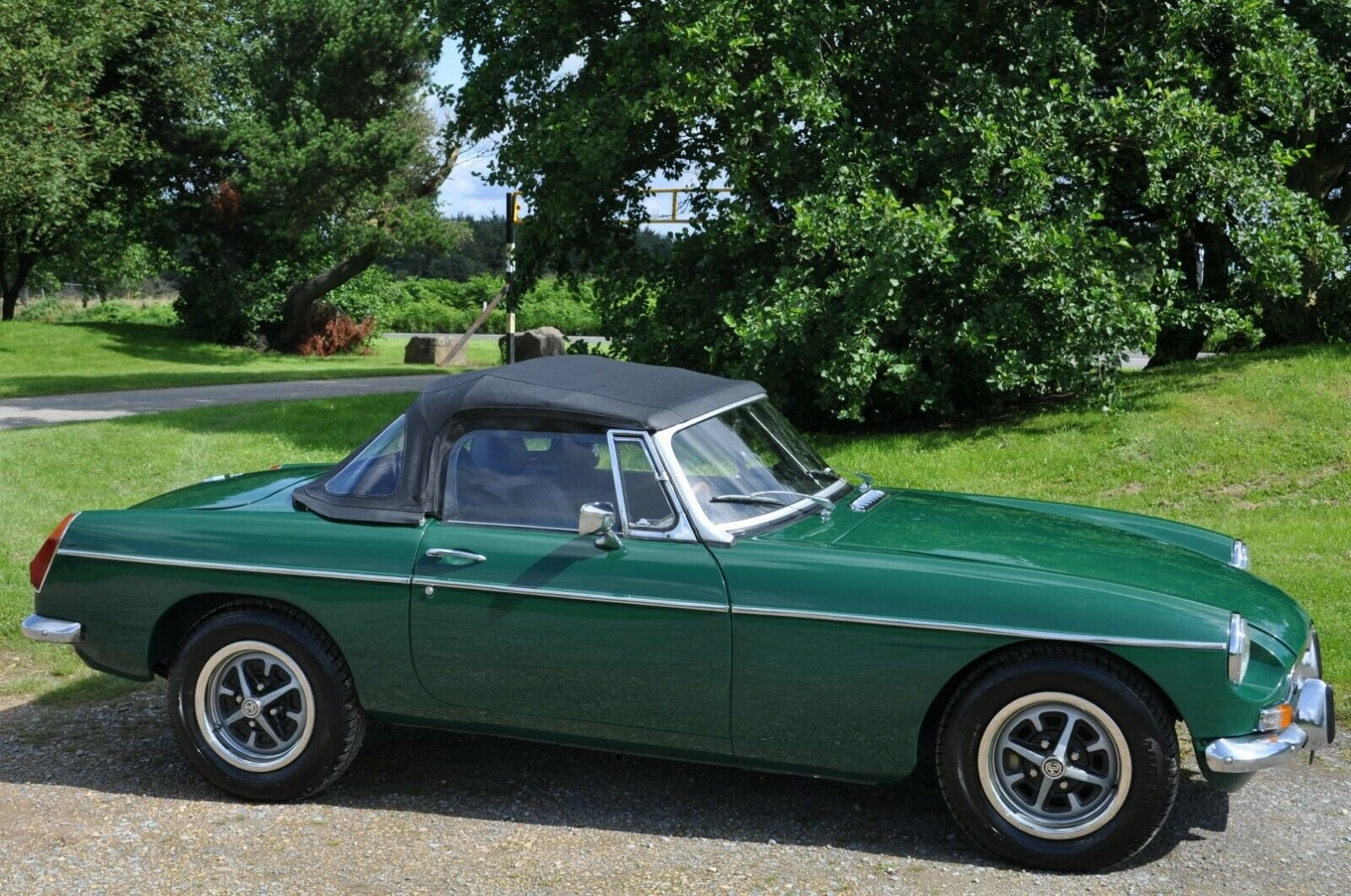 1971 MG MGB CHROME BUMPER ROADSTER RECENT FULL RESTORATION  For Sale (picture 1 of 6)
