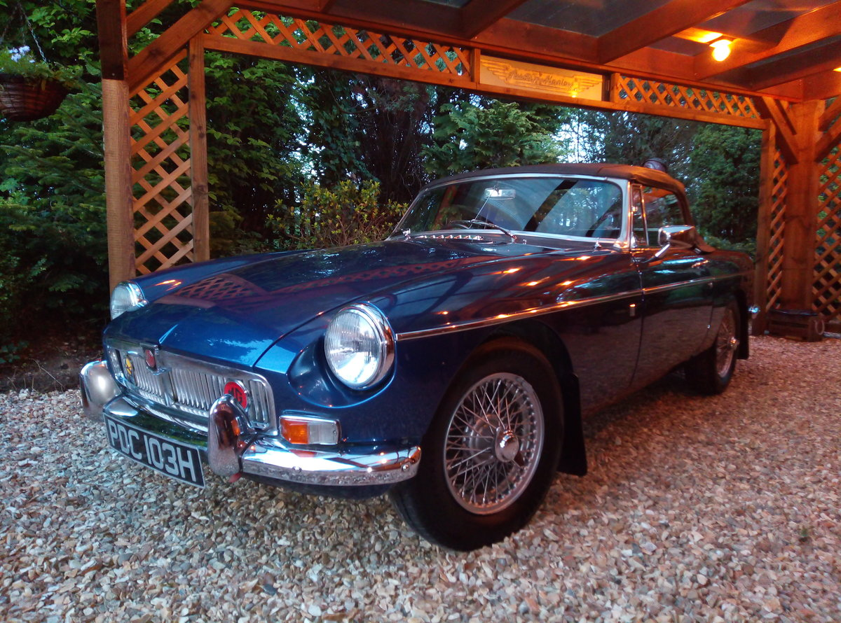 1969 MGB ROADSTER  SUPER LOOKING AND EXAMPLE  For Sale (picture 2 of 6)
