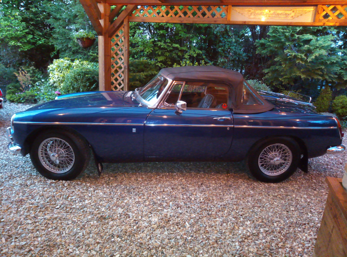 1969 MGB ROADSTER  SUPER LOOKING AND EXAMPLE  For Sale (picture 4 of 6)