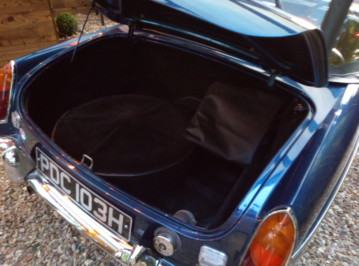 1969 MGB ROADSTER  SUPER LOOKING AND EXAMPLE  For Sale (picture 5 of 6)