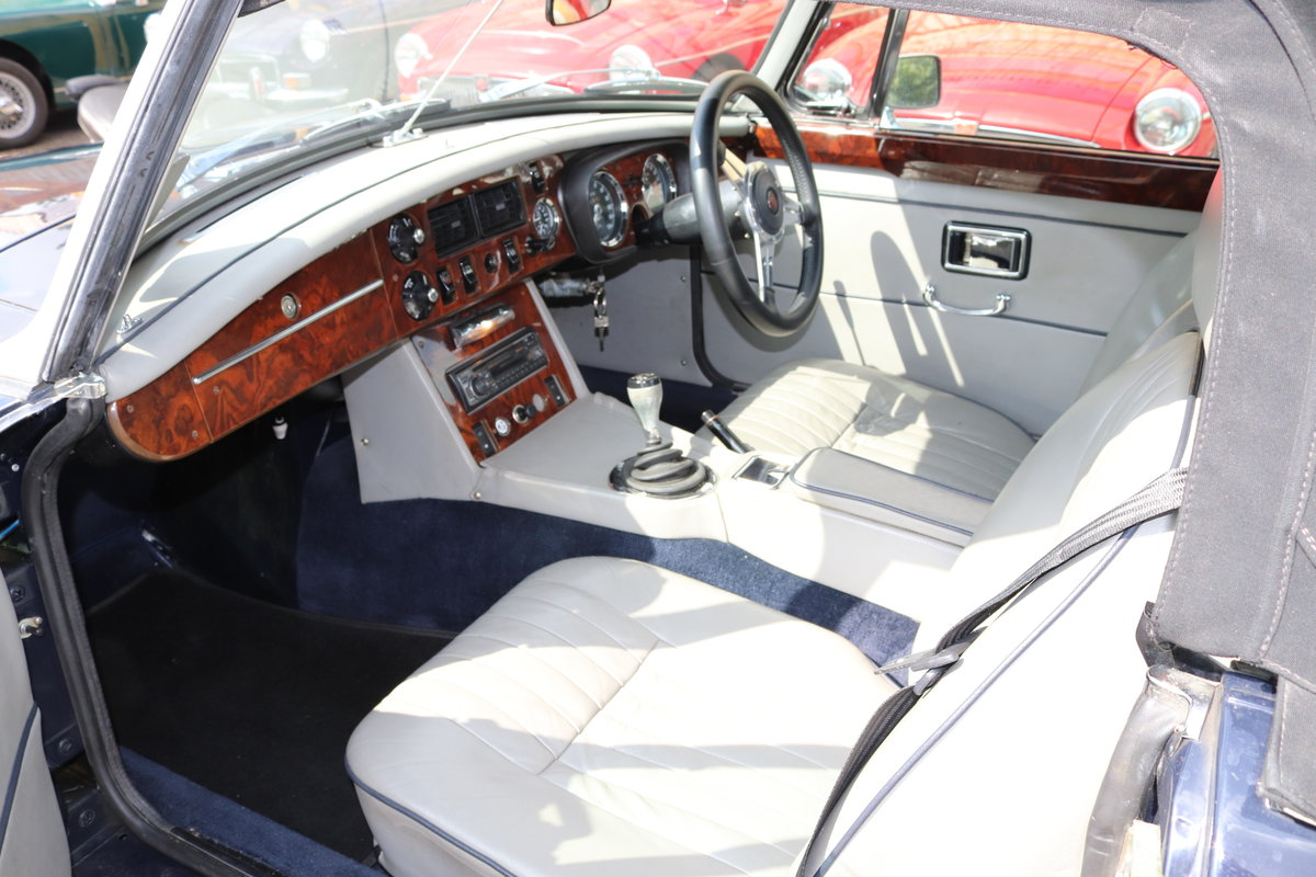 1974 MGB HERITAGE SHELL in Midnight blue For Sale (picture 2 of 6)