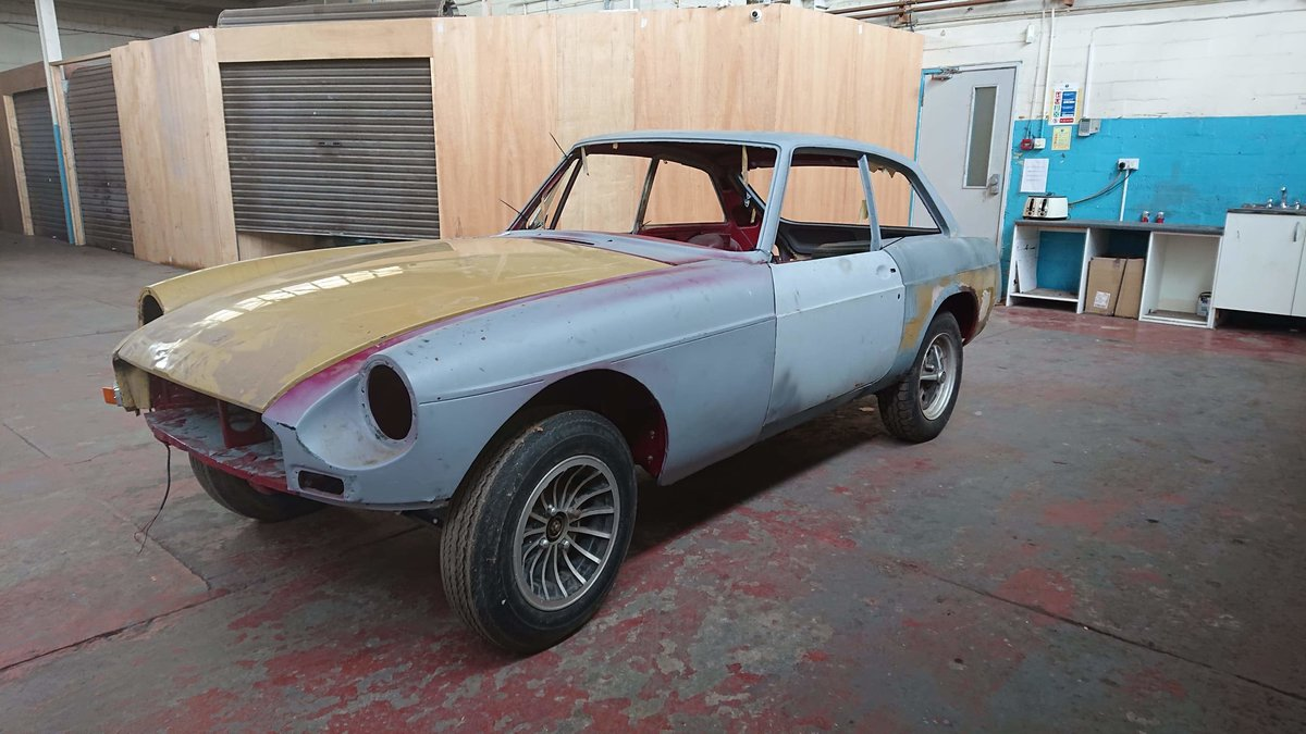 Mg b gt very very good restored rolling shell 1974 For Sale (picture 1 of 6)