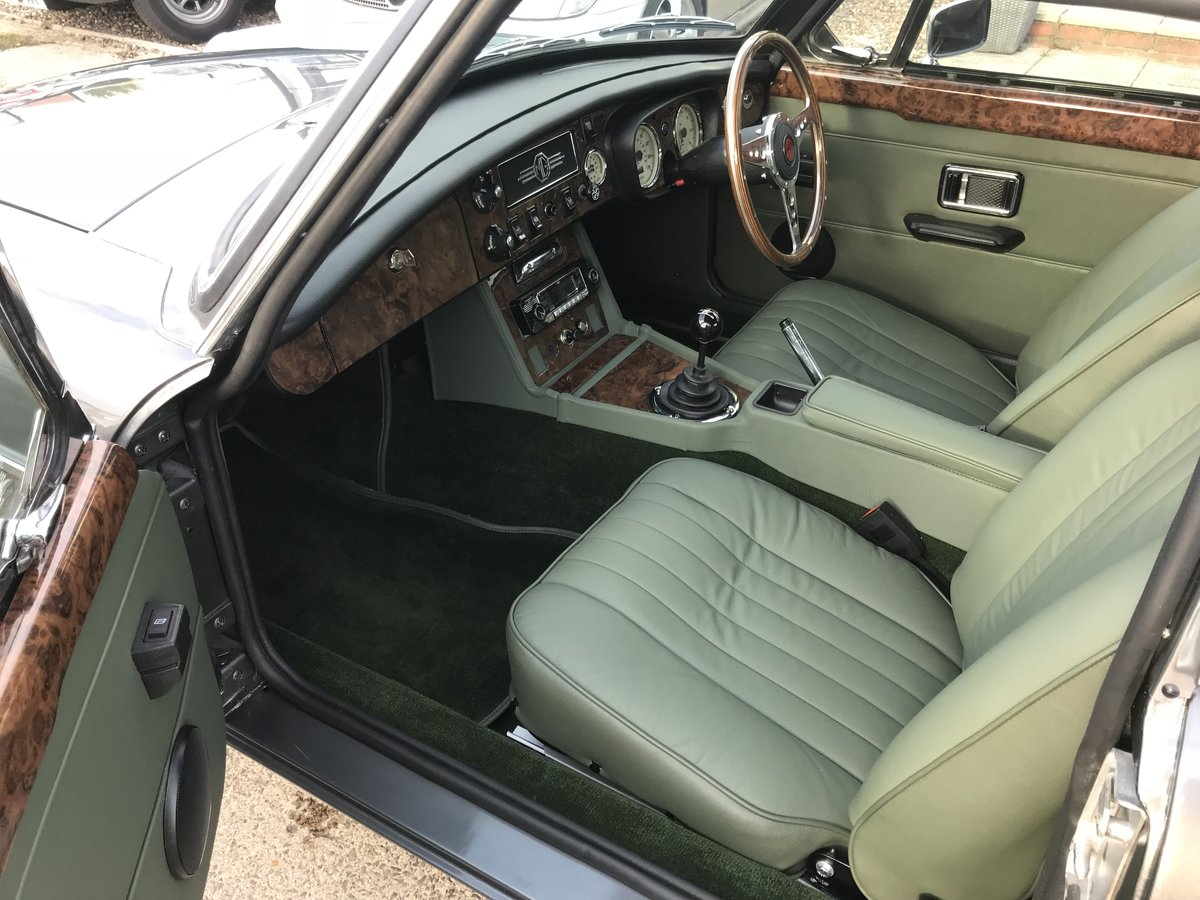 1970 MGB GT Fully rebuilt on new Heritage bodyshell  For Sale (picture 3 of 10)