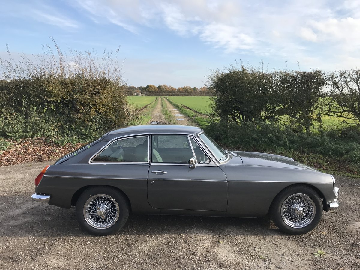 1970 MGB GT Fully rebuilt on new Heritage bodyshell  For Sale (picture 4 of 10)