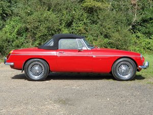 MG B Roadster, 1971, Flame Red For Sale