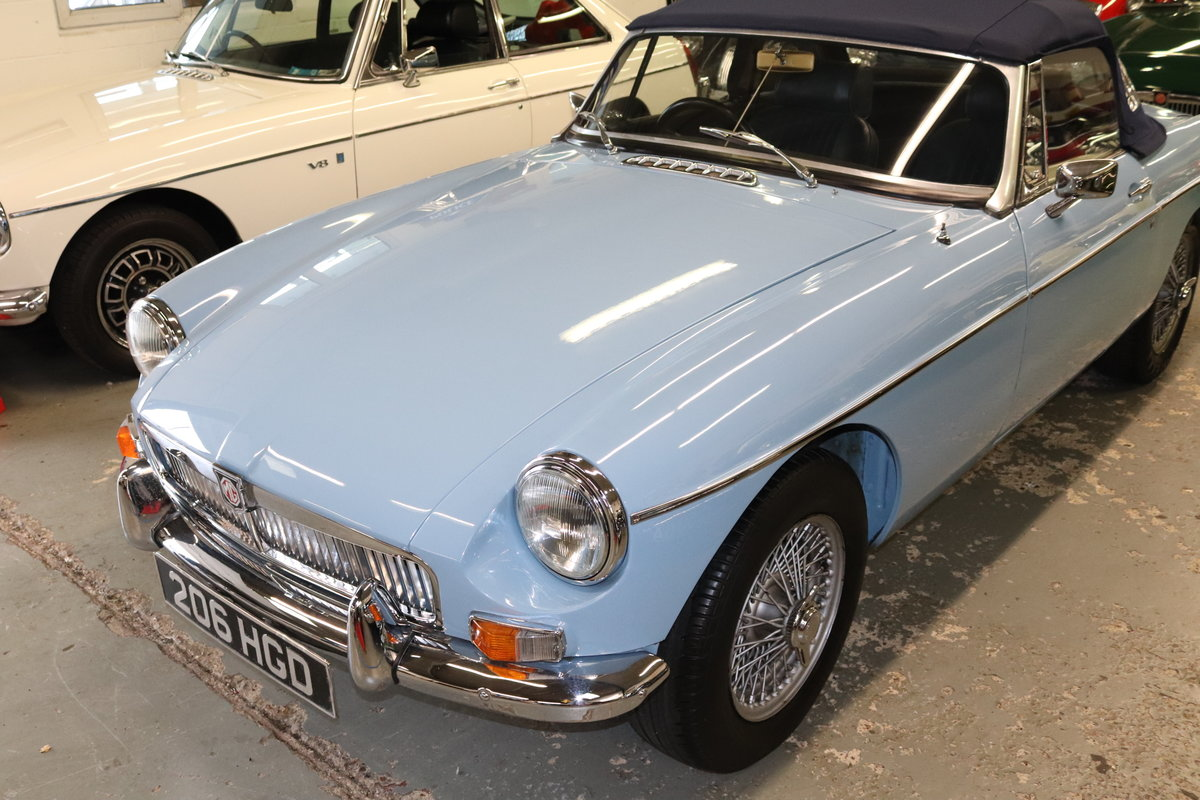 1963 MGB MK1 Roadster in Iris blue For Sale (picture 1 of 5)