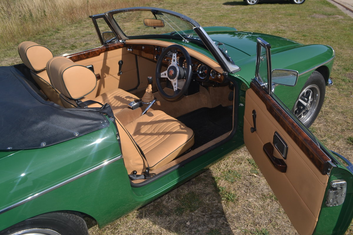 1971 MGB Roadster restored For Sale (picture 3 of 6)