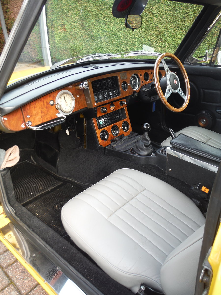 1979 MGB GT Beautiful Solid Car in Inca Yellow For Sale (picture 5 of 6)