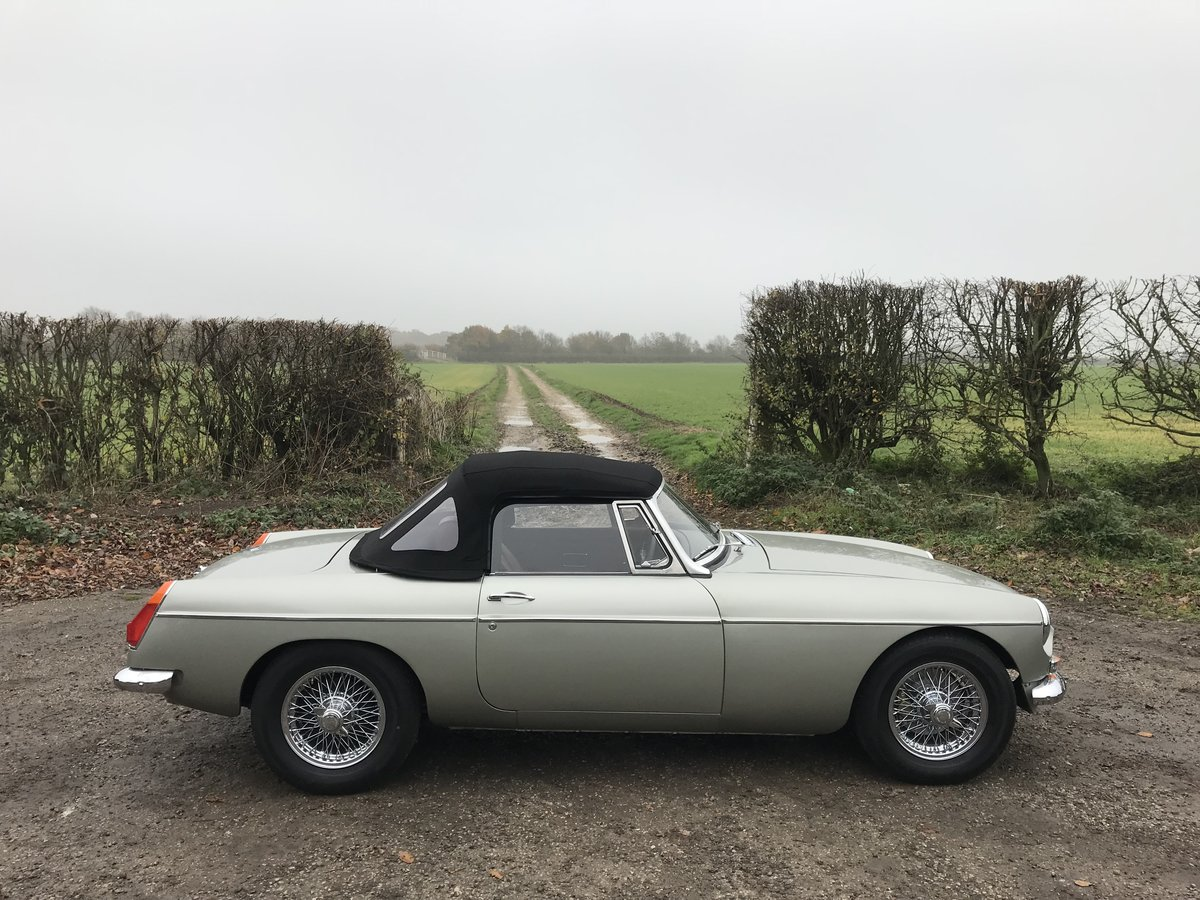 1971 MGB Roadster heritage shell rebuild For Sale (picture 2 of 10)