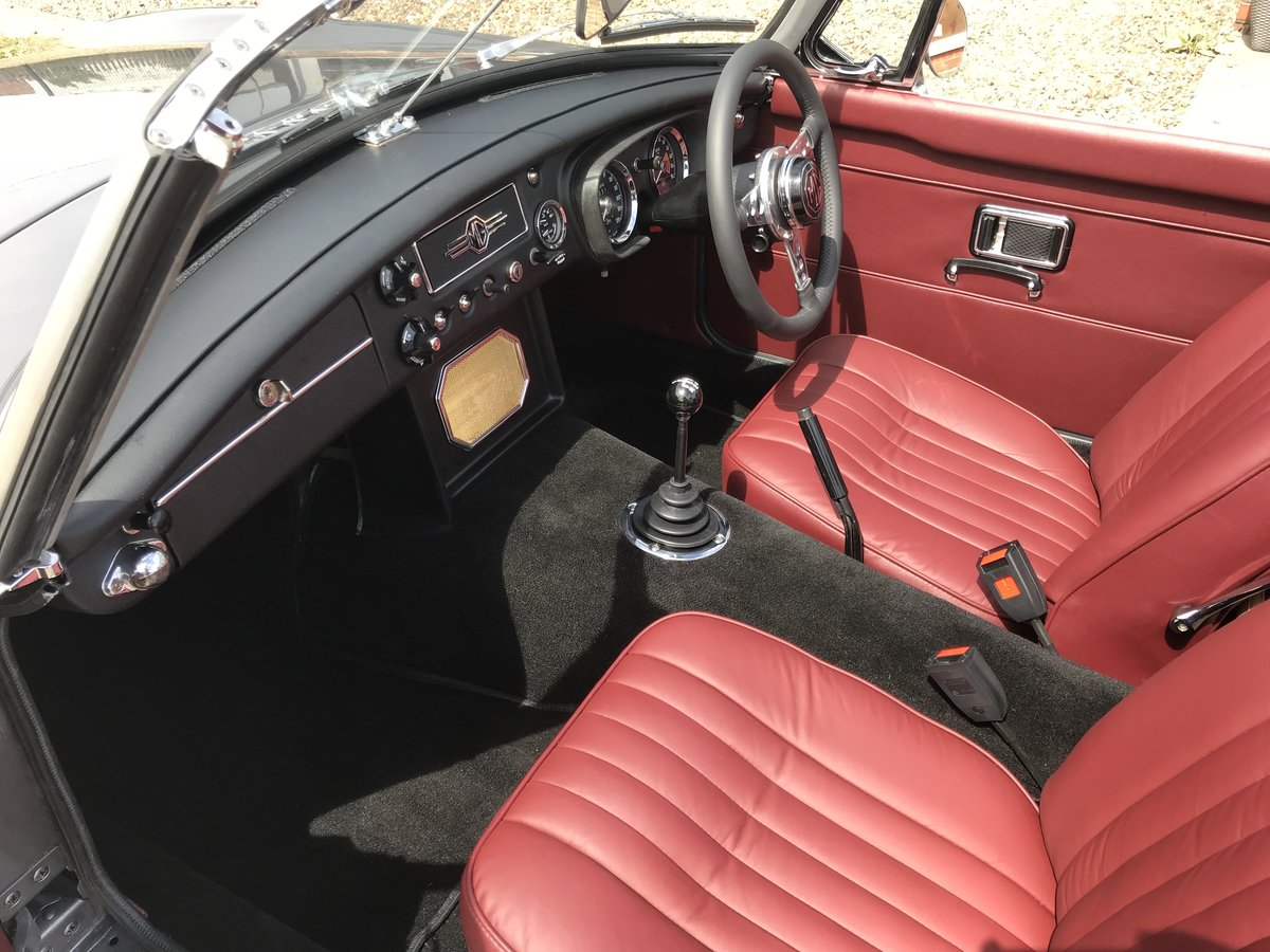 1971 MGB Roadster heritage shell rebuild For Sale (picture 4 of 10)