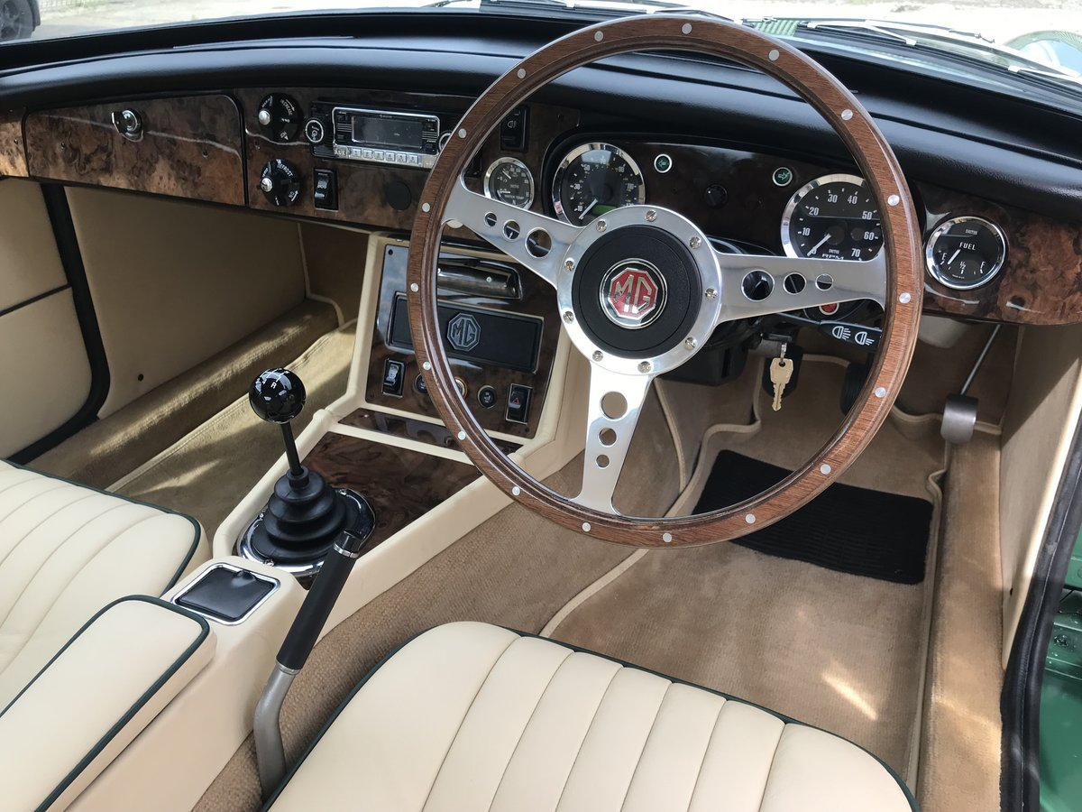 1970 MGB GT Fully rebuilt on new Heritage bodyshell  For Sale (picture 9 of 10)