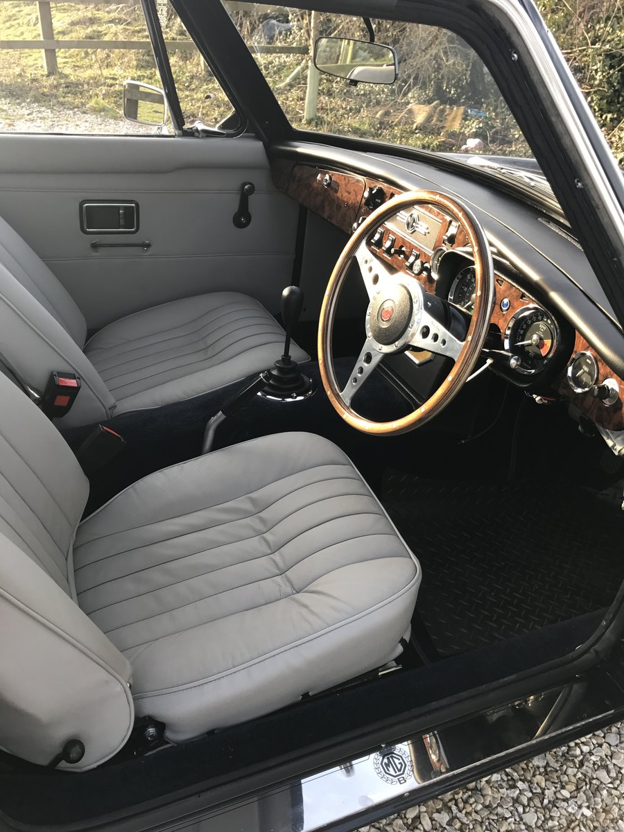 1970 MGB GT Fully rebuilt on new Heritage bodyshell  For Sale (picture 10 of 10)