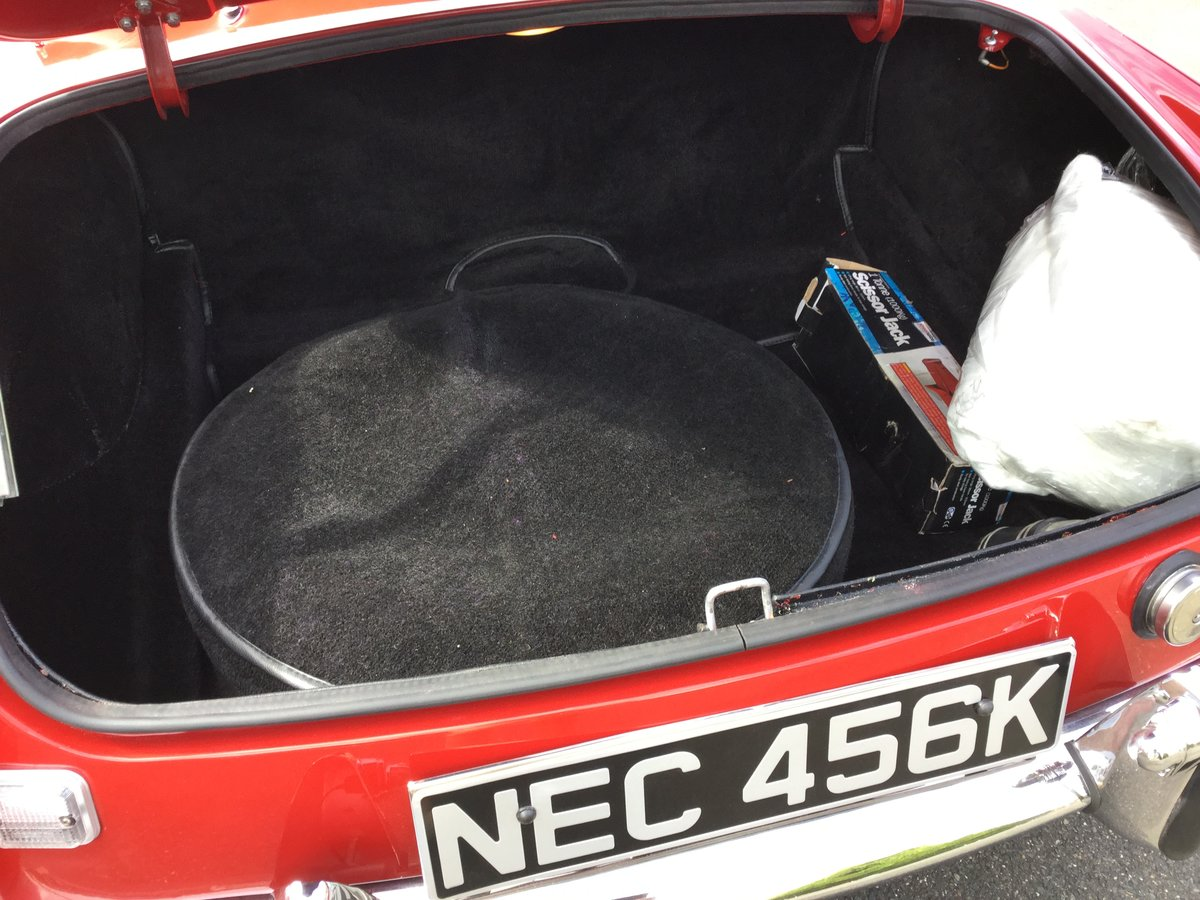1972 MGB Roadster Totally restored For Sale (picture 4 of 6)
