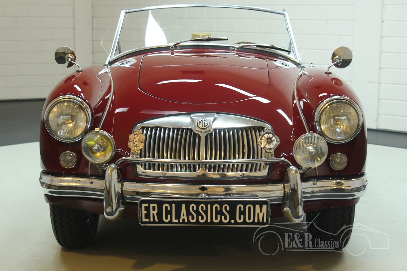 MGA Cabriolet 1960 Chrome wire wheels Burgundy Red For Sale (picture 4 of 6)