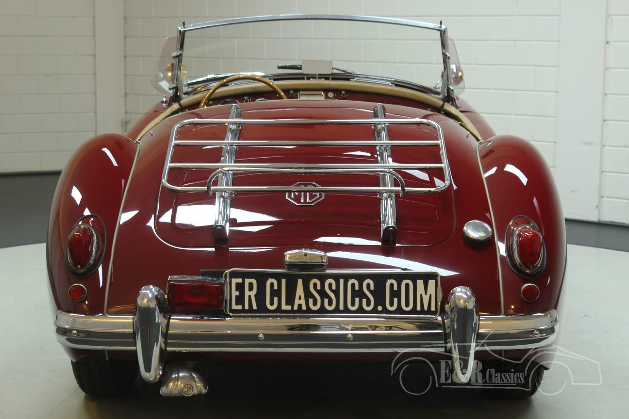 MGA Cabriolet 1960 Chrome wire wheels Burgundy Red For Sale (picture 5 of 6)