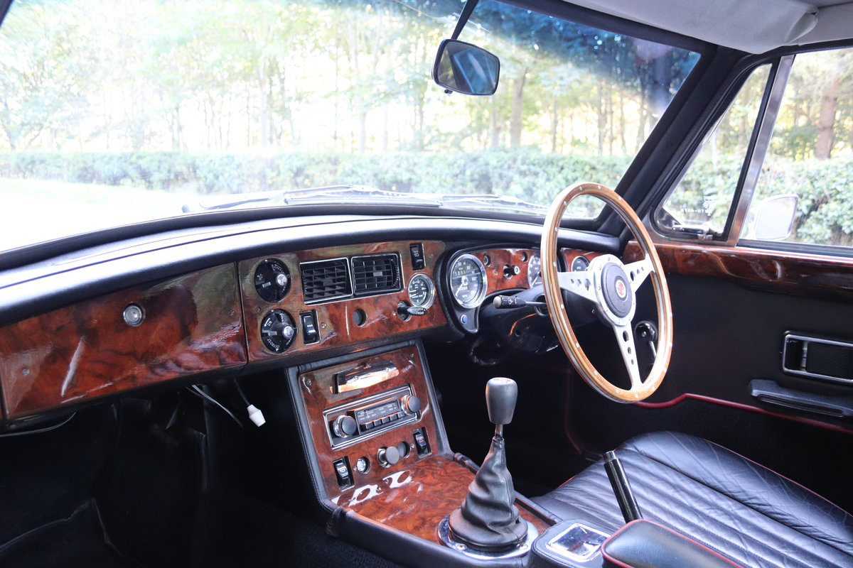 1975 MGB GT  - Overdrive, Leather trim, CWW SOLD (picture 9 of 16)