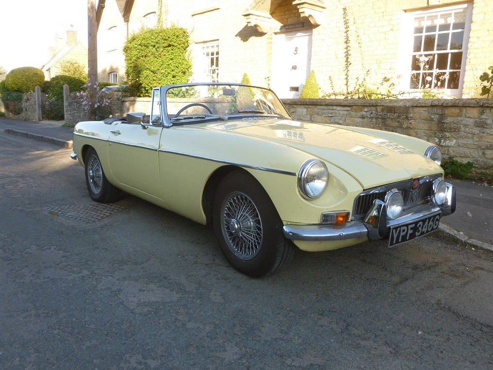 MGB Roadster 1969.  Very original.  Overdrive, Wire wheels.  For Sale (picture 2 of 6)