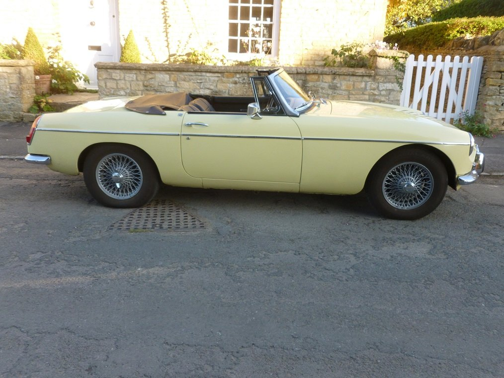 MGB Roadster 1969.  Very original.  Overdrive, Wire wheels.  SOLD (picture 3 of 6)