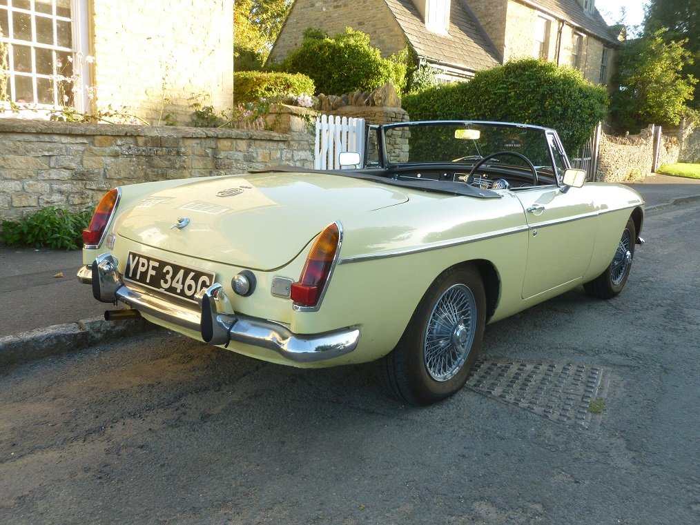 MGB Roadster 1969.  Very original.  Overdrive, Wire wheels.  SOLD (picture 4 of 6)